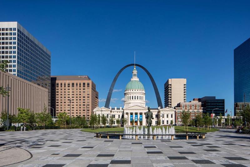 Hyatt-Regency-St-Louis-At-The-Arch