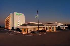 Holiday-Inn-St.-Louis-Forest-Park